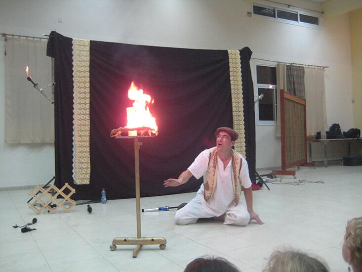 הצגה לחנוכה אגדת להטוטים תיאטרון מופאש