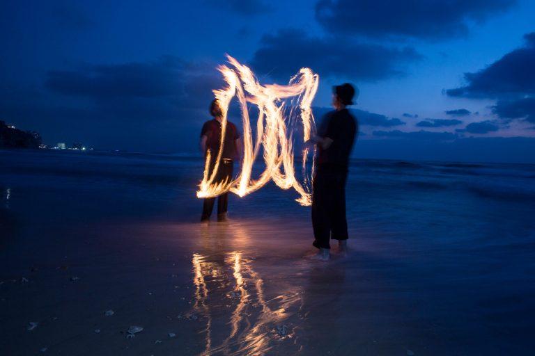 מופע אש מגניב על הים