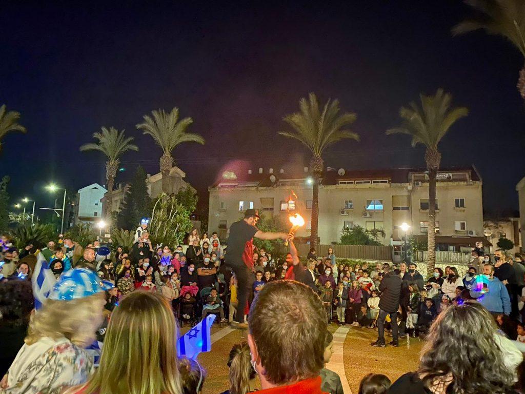 מופאש - בכיכר המרכזית של העיר אריאל מופע יום העצמאות